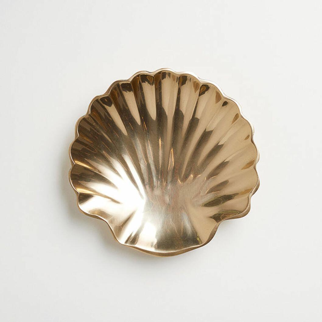 Snäckformat fat i guld från H&M Home