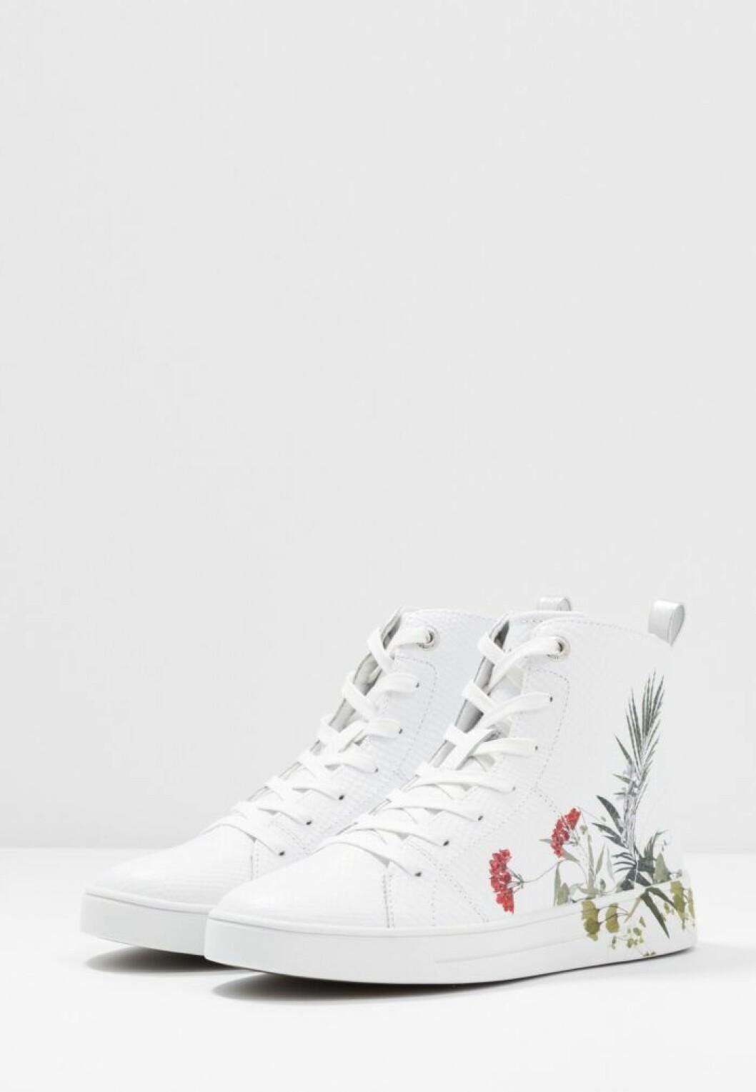 Höga vita sneakers från Ted Baker
