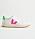 Vita sneakers med neongrön och neonrosa detalj. Sneakers från Veja.