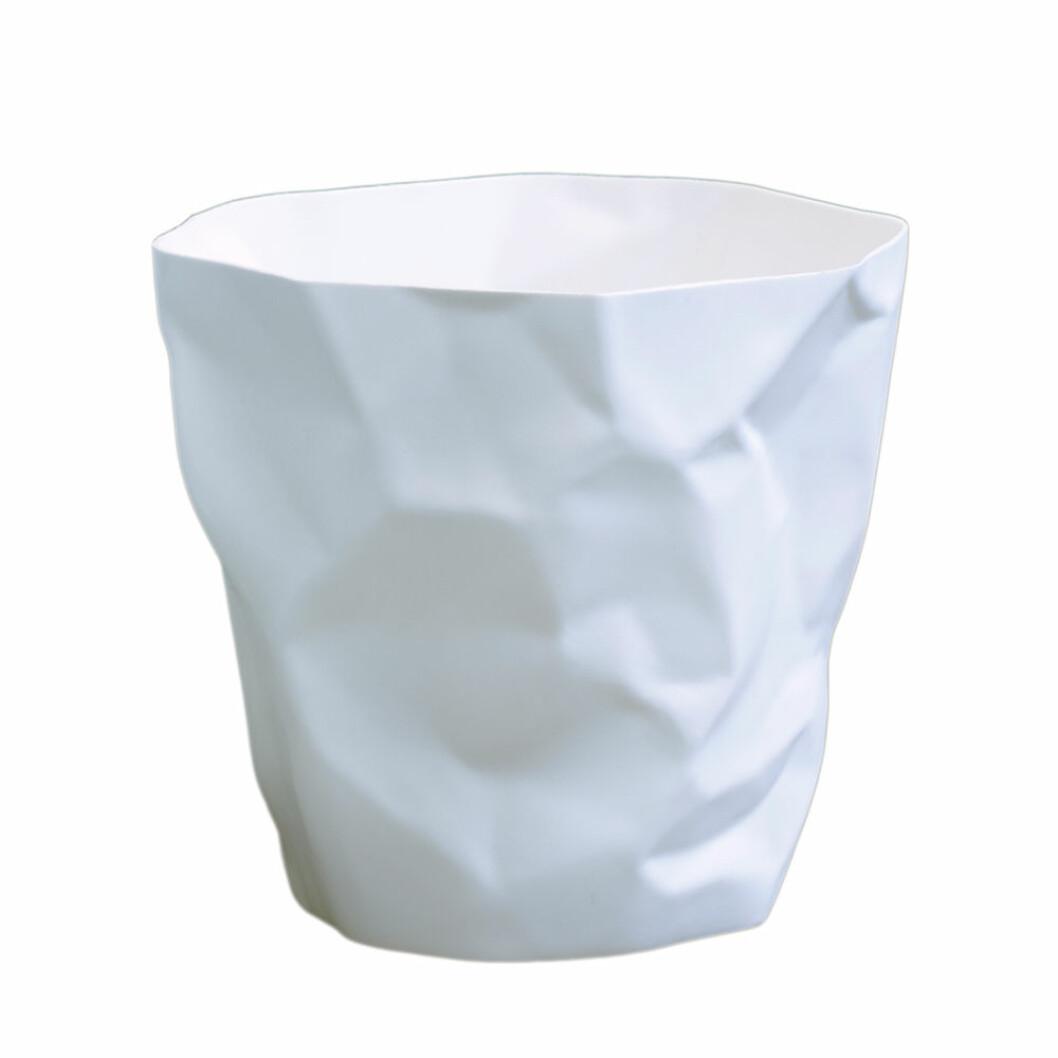 Snygg papperskorg i vitt