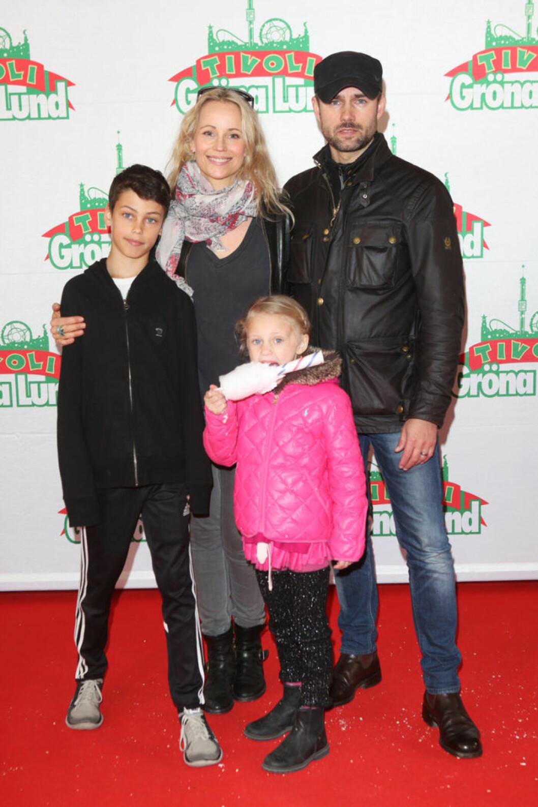 Sofia Helin med familj