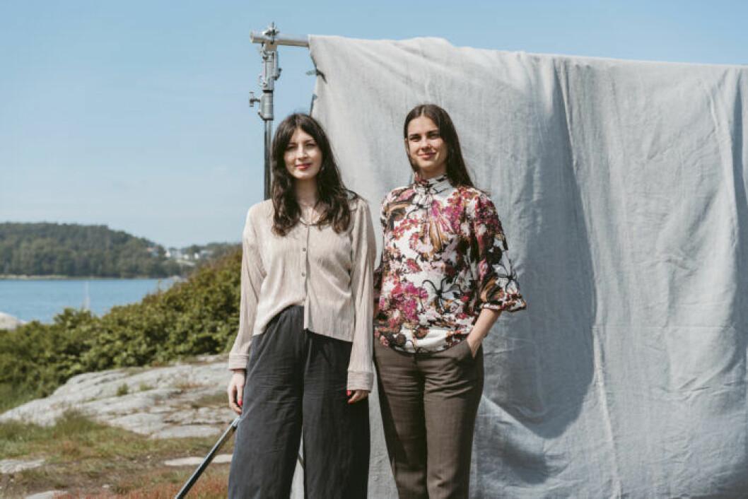 Madlen Fondén och Daniella Letica Fransson. Something Borrowed. Hyr kläder från Åhlens, MQ, Ellos. Prenumerera på kläder.