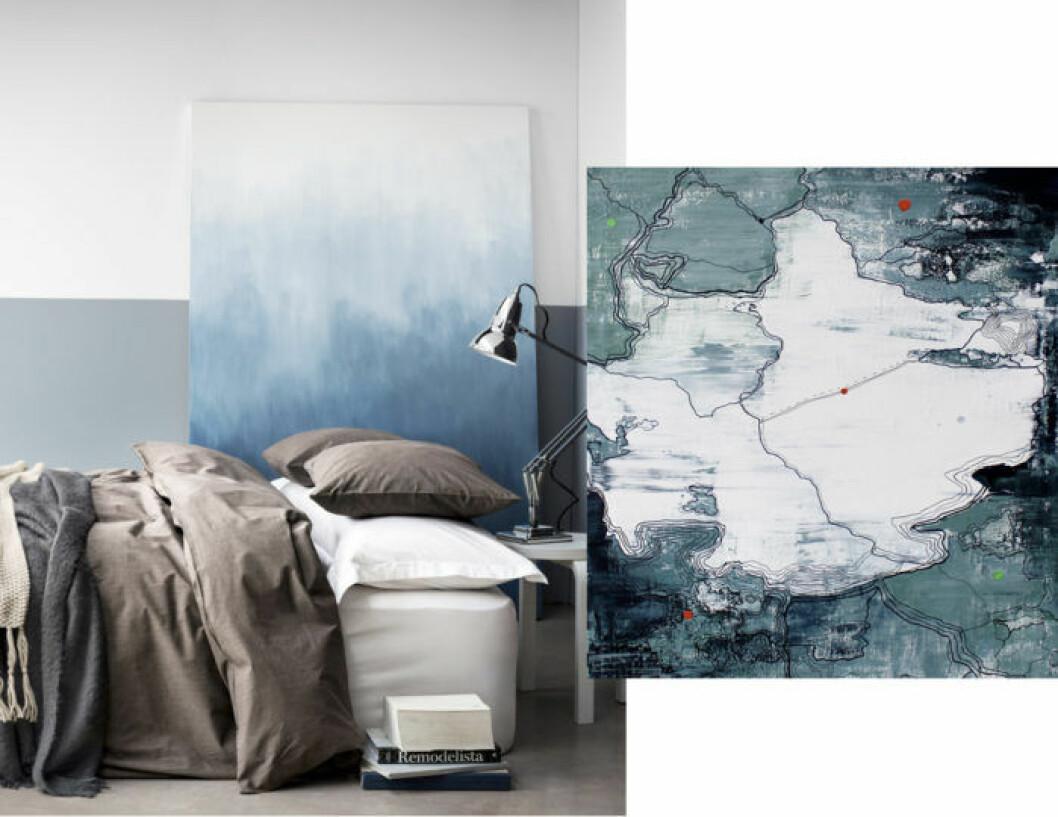 Sängkläder och tavla i blått och grått.