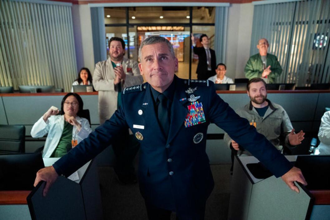 En bild på skådespelaren Steve Carell som är med i den nya tv-serien Space Force.