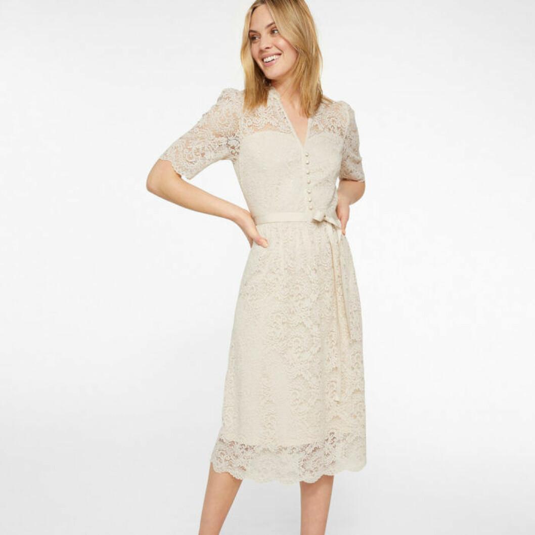 Beige spetsklänning från KappAhl