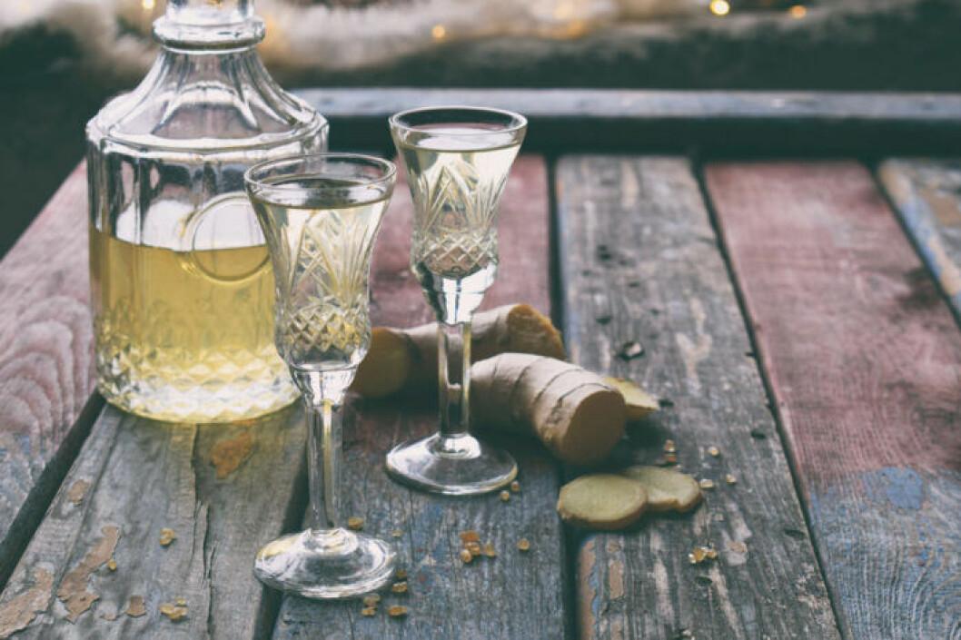 Drink med vitt vin och Ginger ale