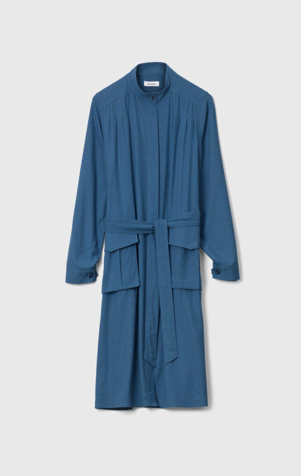 Blå kappa med skärp