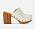 Vita träskor med nitar runt tån och hög, tjock klack klädd i gummiliknande material. Träskor från Stella McCartney.