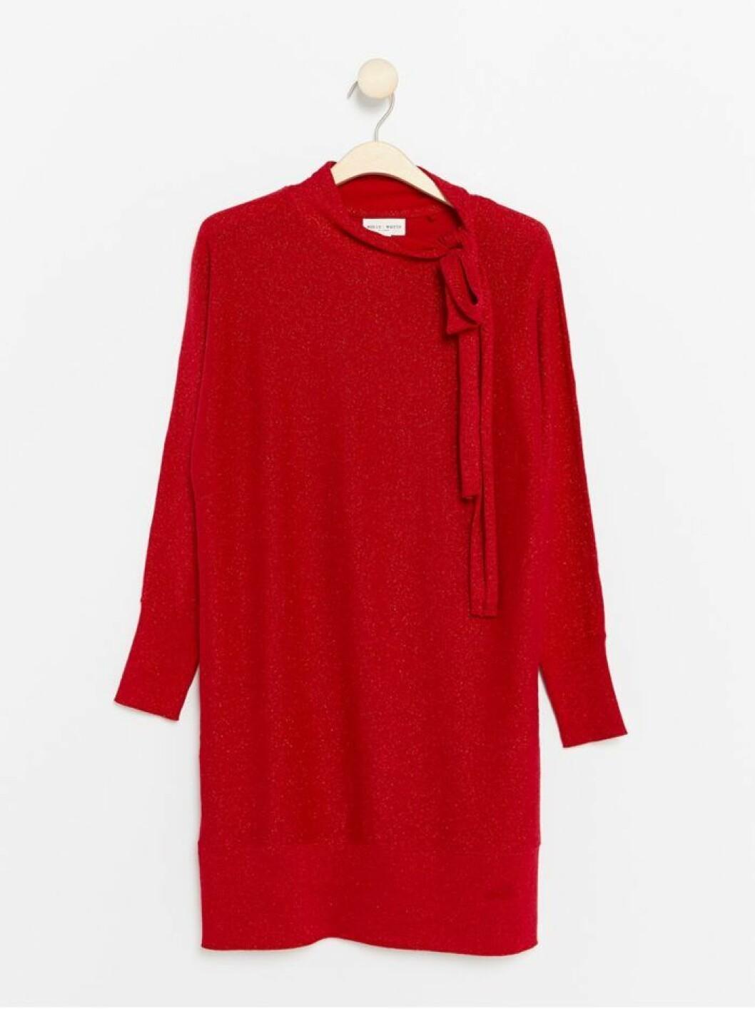Stickad glittrig klänning med rosett vid halsen från Lindex