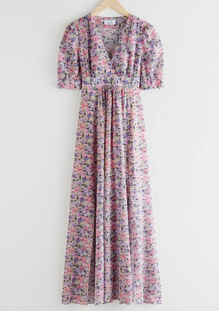 blommig lång omlottklänning