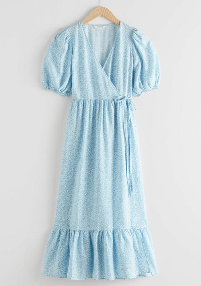 ljusblå lång omlottklänning