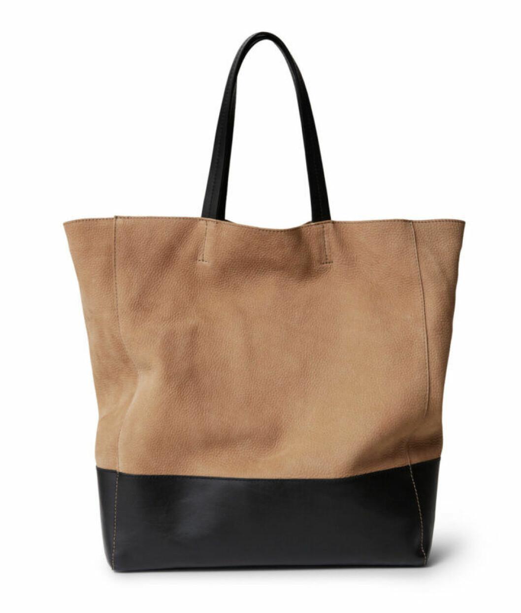 Beige och svart väska till våren 2020
