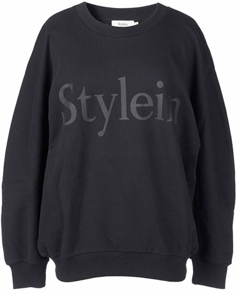 svart hoodie stylein