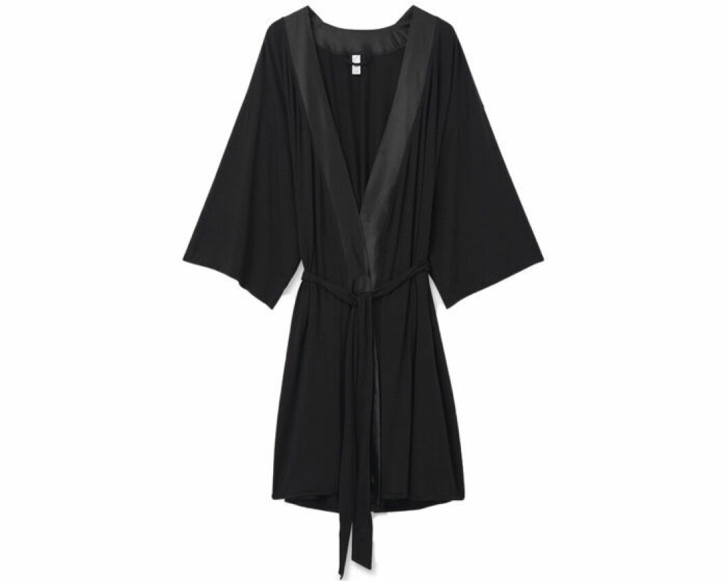 Svart kimono i satin