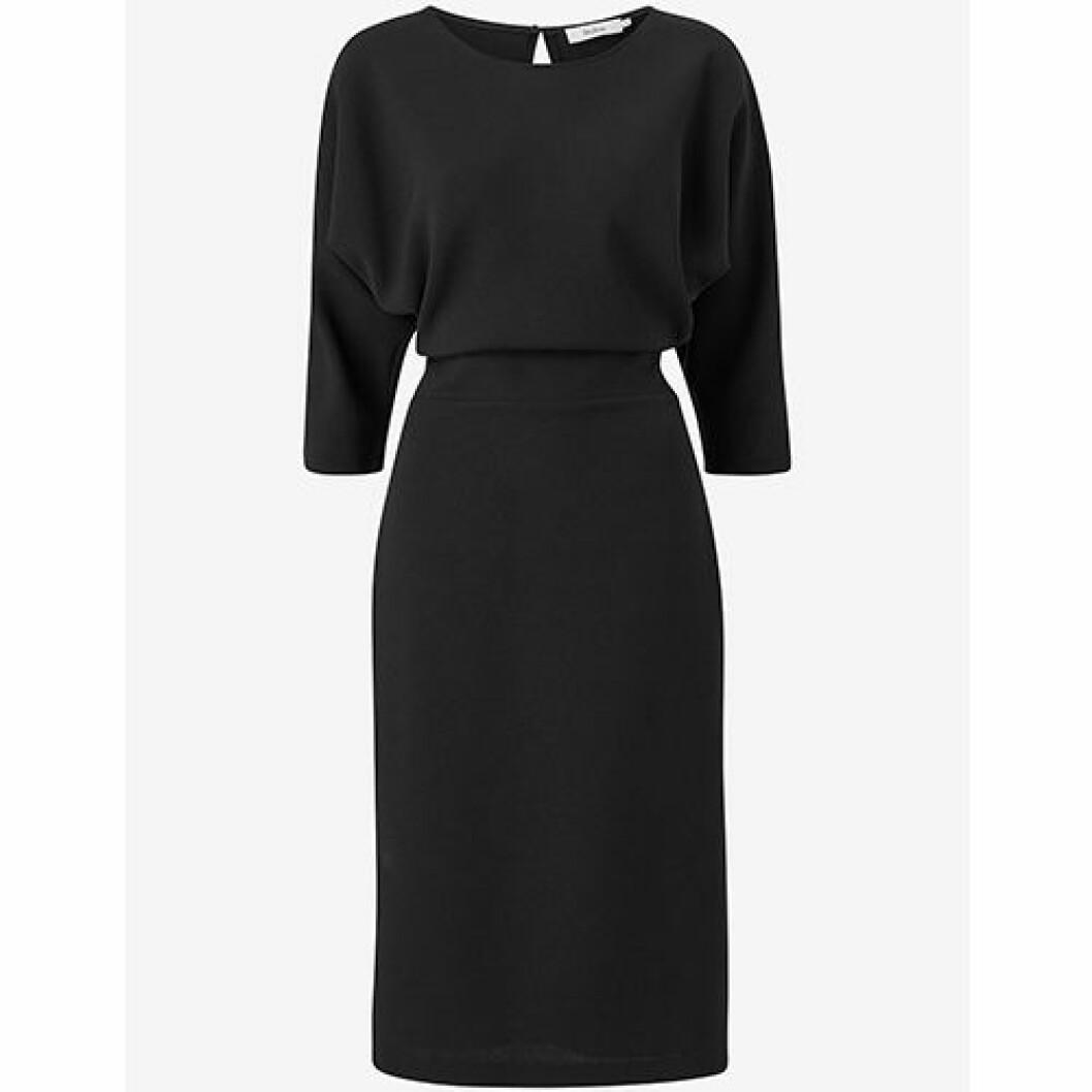 Svart klänning med markerad midja från Stylein