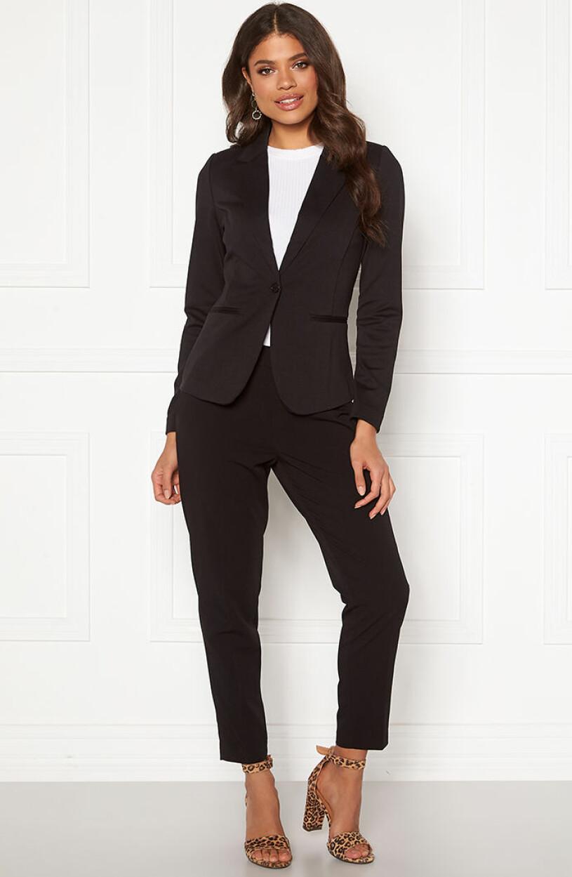 svart-kostymset-ichi