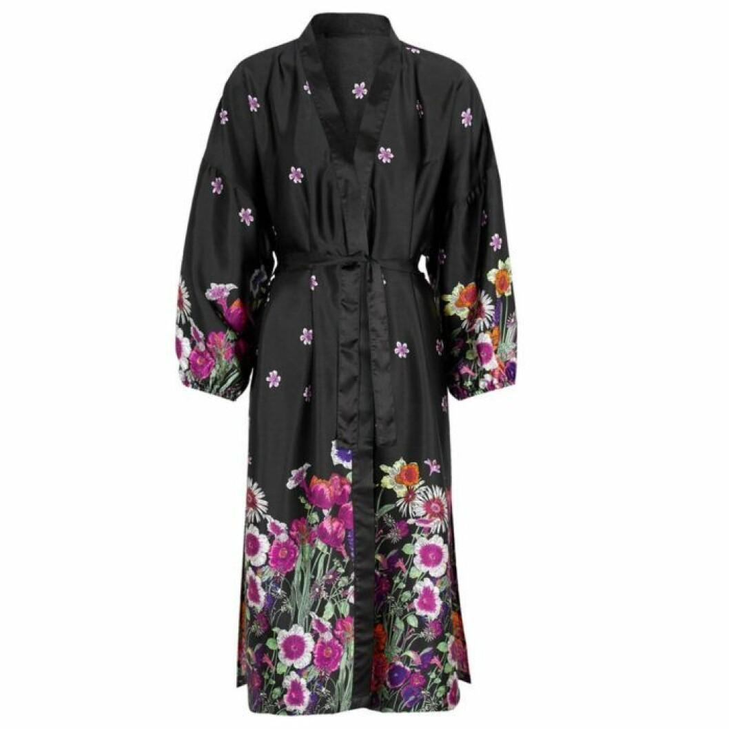 Svart lång kimono från Cellbes
