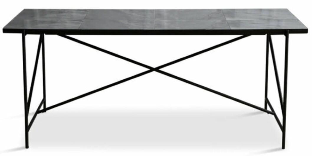 Svart matbord i marmor