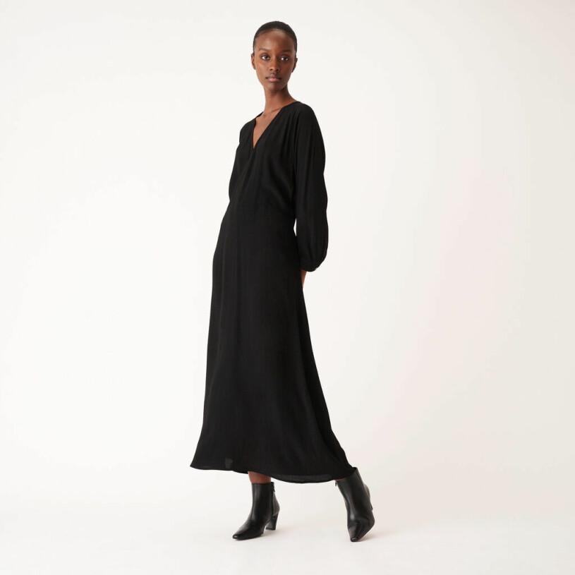 Svart maxiklänning från Carin Wester