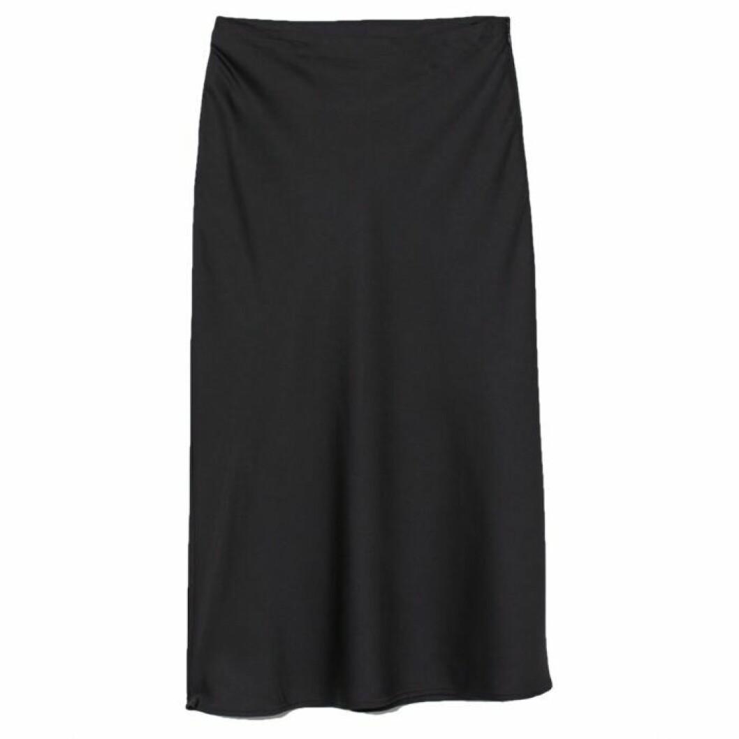 svart satinkjol medellång kjol