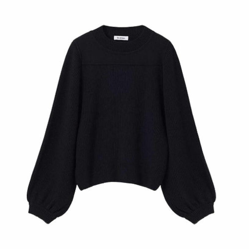 svart stickad tröja från rodebjer