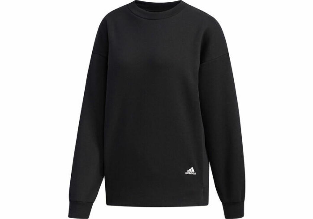 Svart tjocktröja från Adidas med fickor