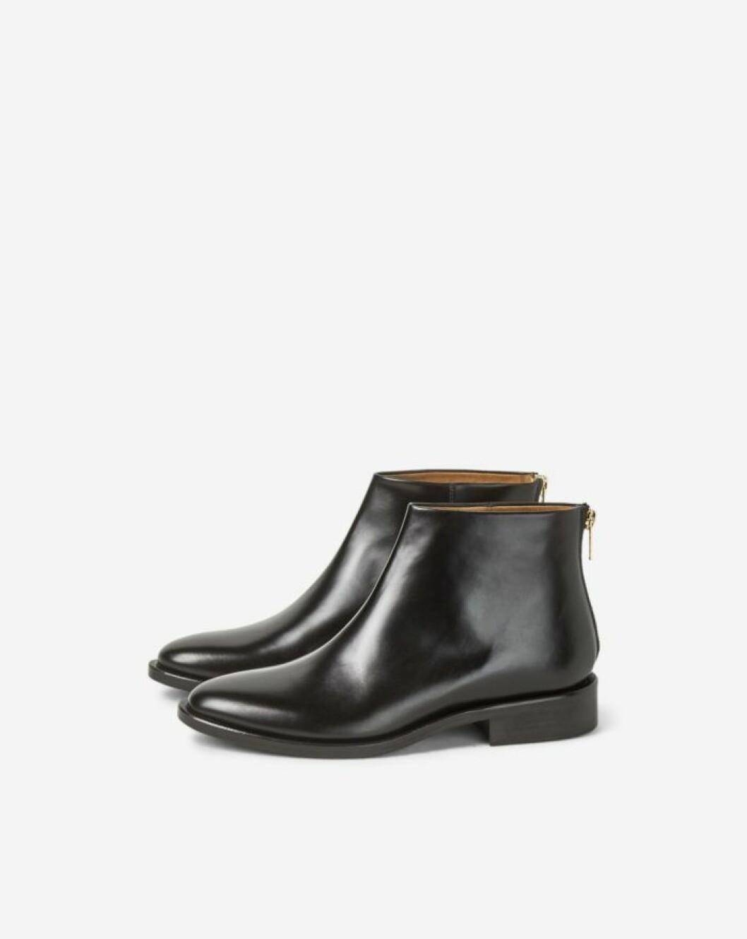 Svarta boots med lag klack fran Filippa K