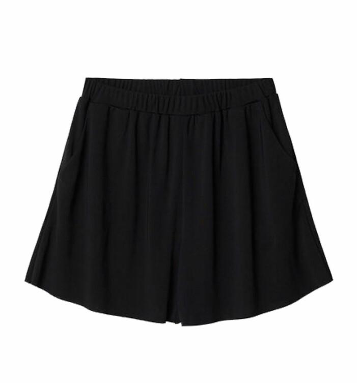 svarta loosefit-shorts