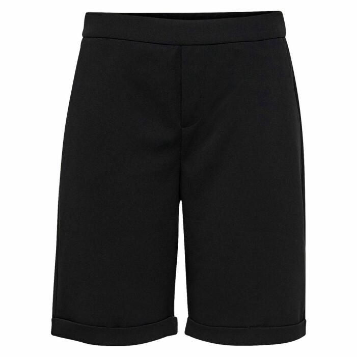 längre svarta shorts