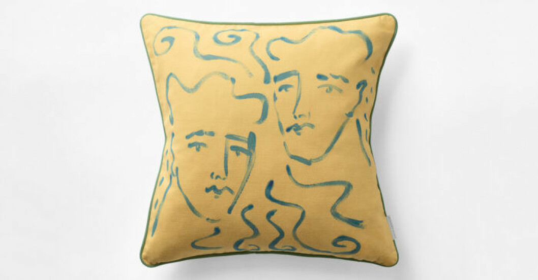 Gul kudde med konst Luke Edward Hall