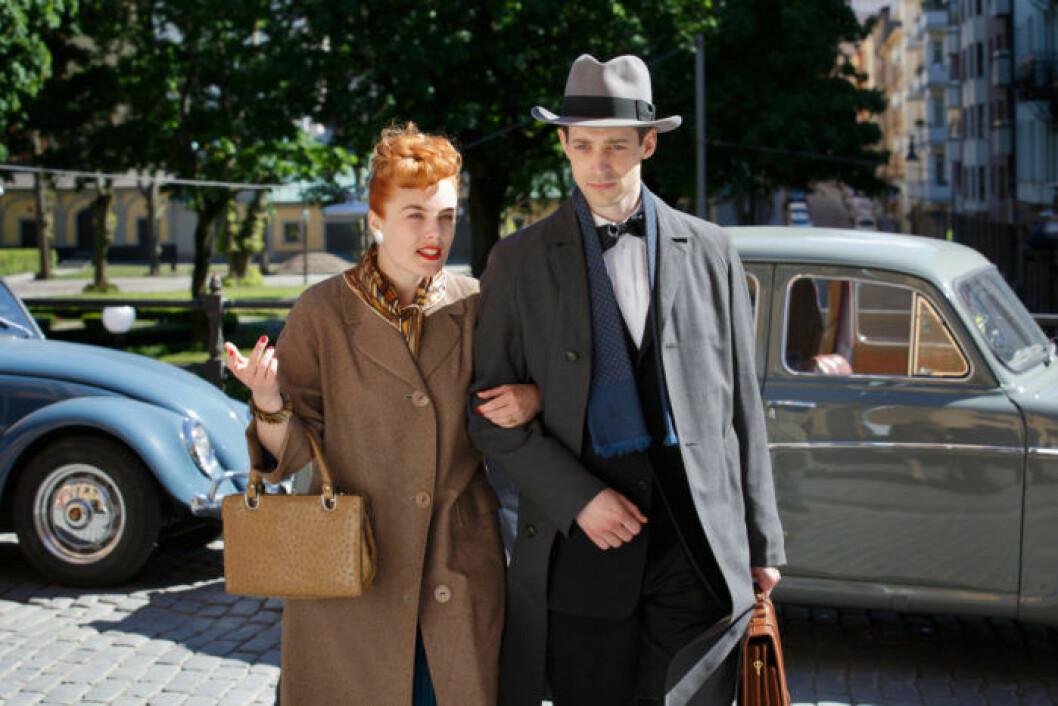 Vår tid är nu. Ester Löwander (Ida Engvoll) och Peter Löwander (Adam Lundgren)