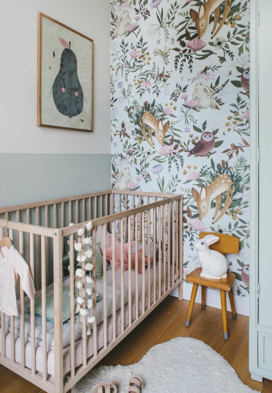 Tapetsera och måla halva väggen
