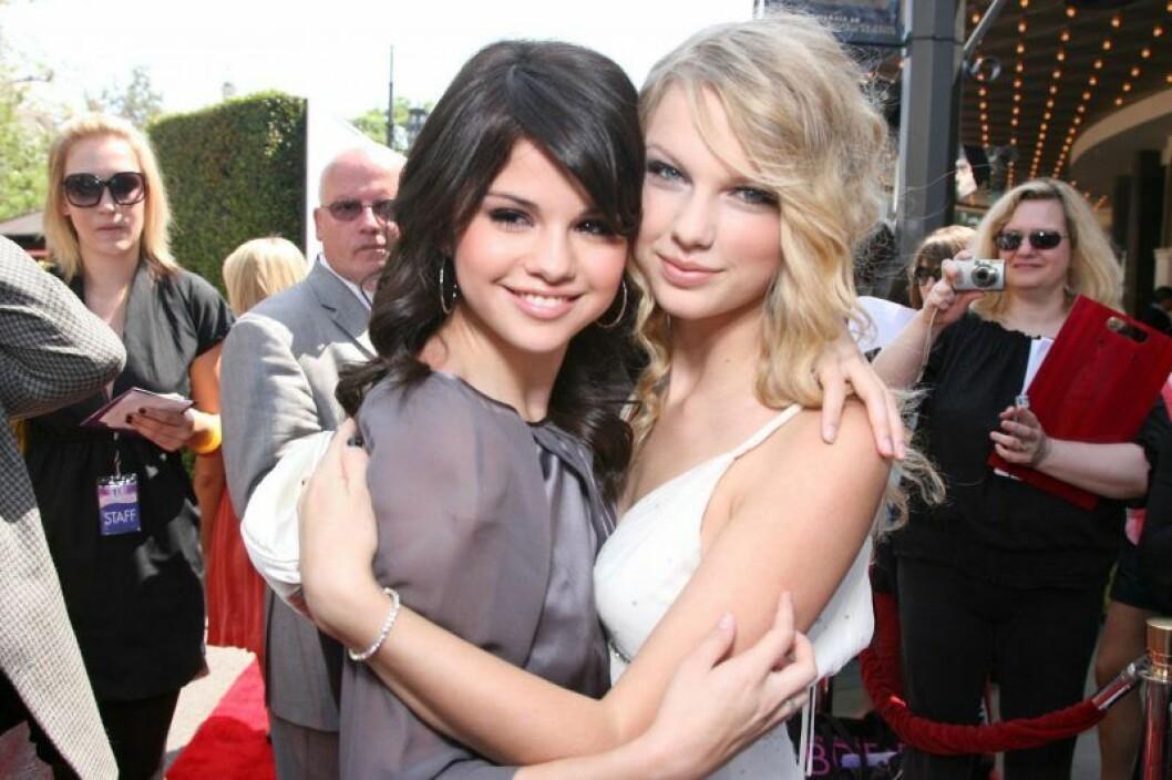 Taylor Swift och Selena gomez 2008