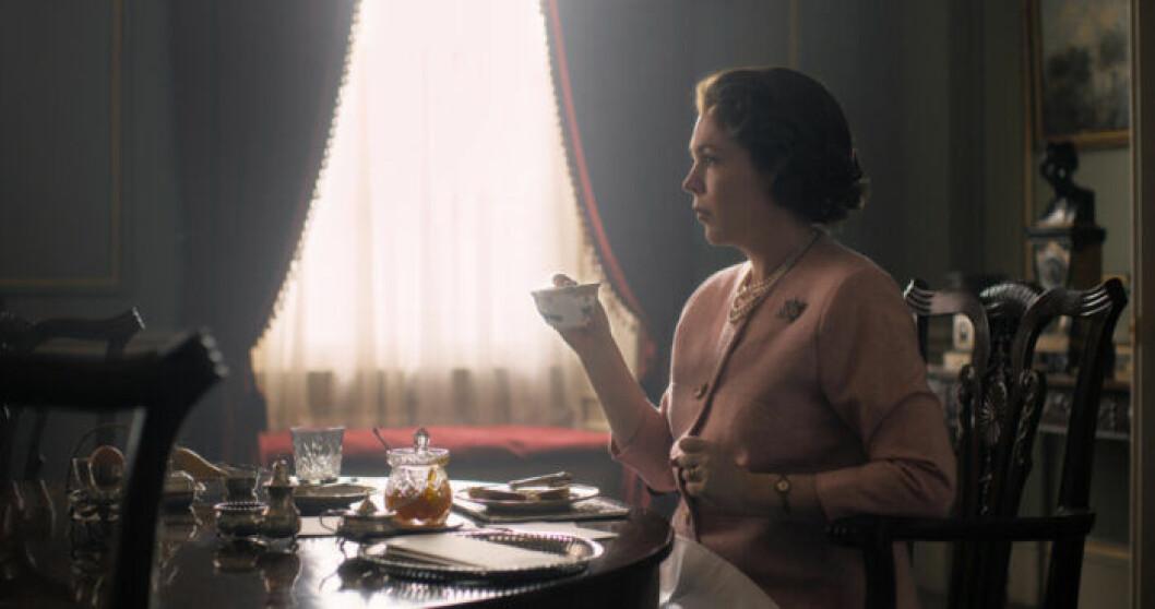 En bild på skådespelerskan Olivia Coleman, som spelar drottning Elizabeth II i tv-serien The Crown på Netflix.