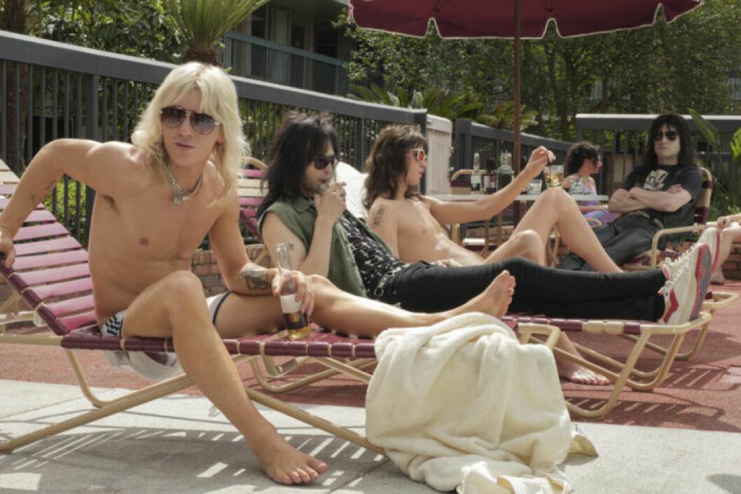 En bild på skådespelarna i The Dirt, som handlar om rockbandet Mötley Crüe. Finns att se på Netflix.