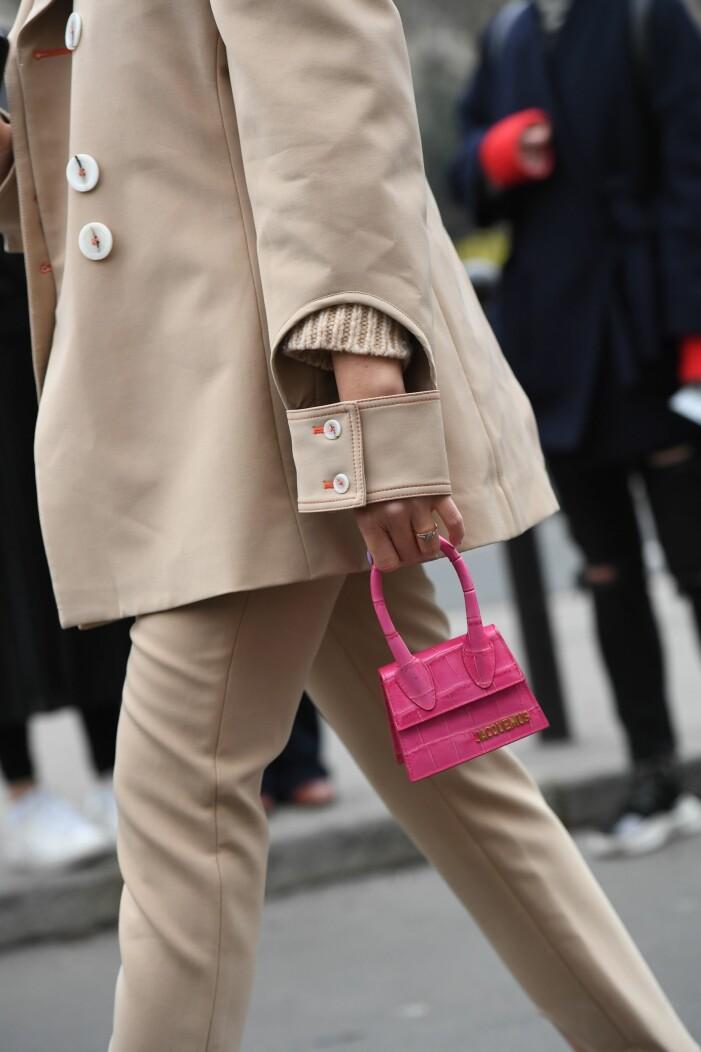 rosa väska jacquemus tiffany hsu