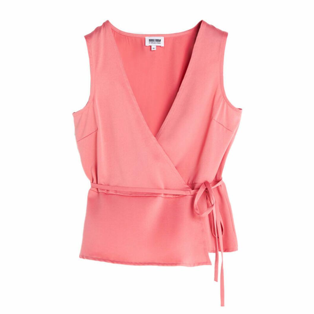 Top i ett set i rosa färg