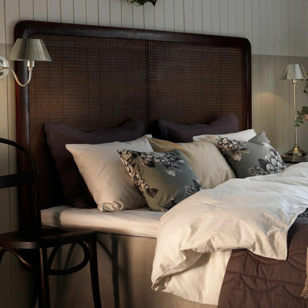 Träfärgad sänggavel
