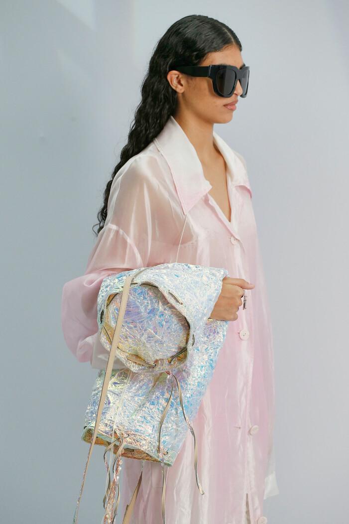 Acne var transparenta när de visade sin vår/sommarkollektion för 2021 under Paris fashion week.