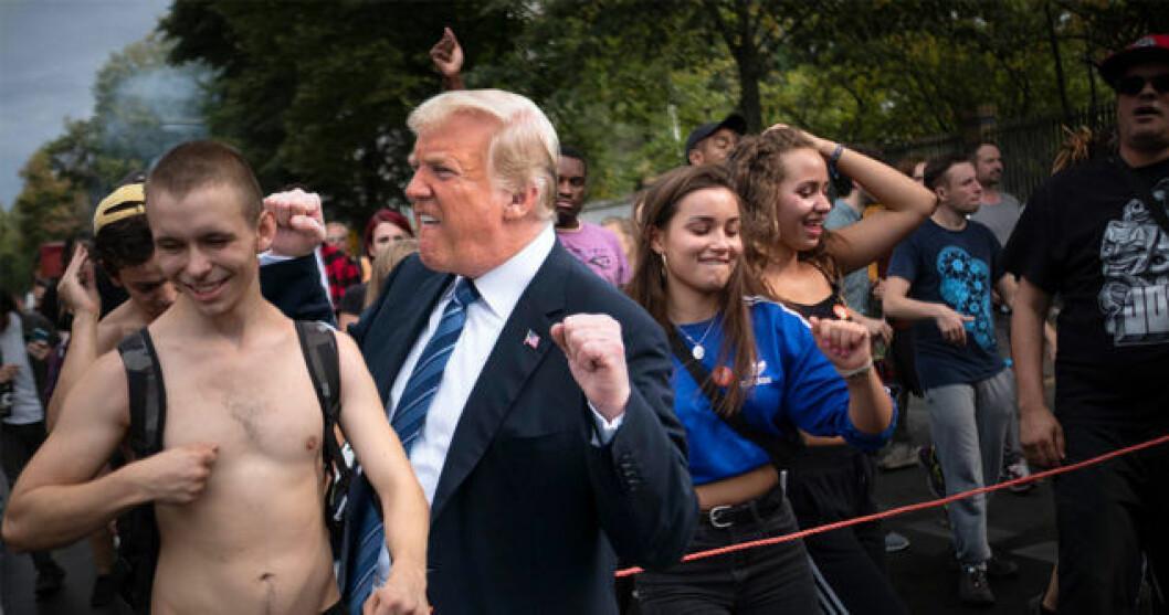Rolig bild på Trump när han dansar, som en del av hashtaggen Trumpfistpump.