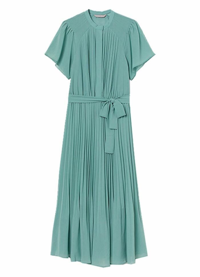 turkos plisserad klänning