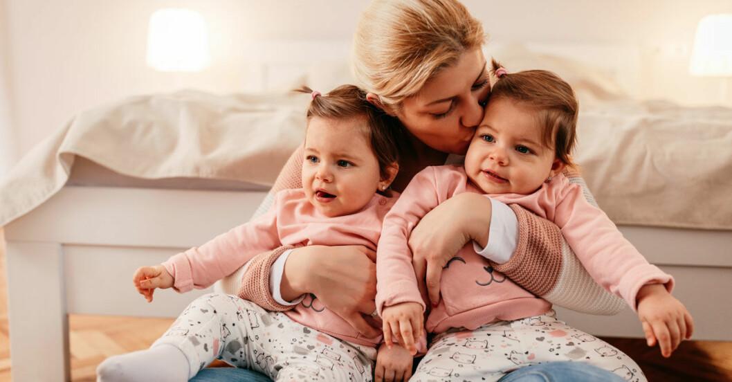 Det finns fyra huvudfaktorer som ökar chansen att få tvillingar.