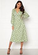 grön mönstrad omlottklänning