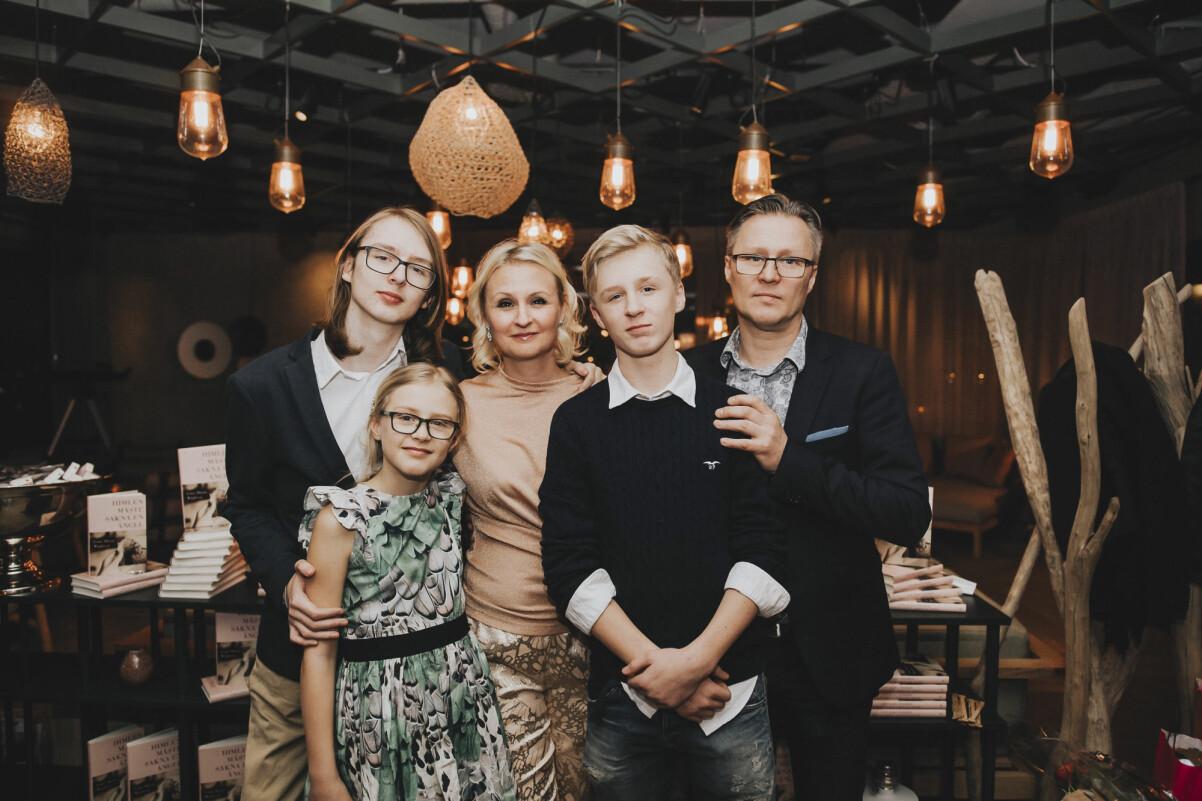 Linn och Leo Wågberg med familjen