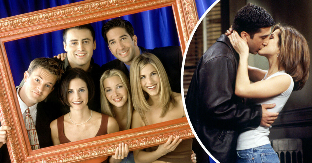 Skådespelarna från Vänner håller i en ram, Rachel och Ross pussas