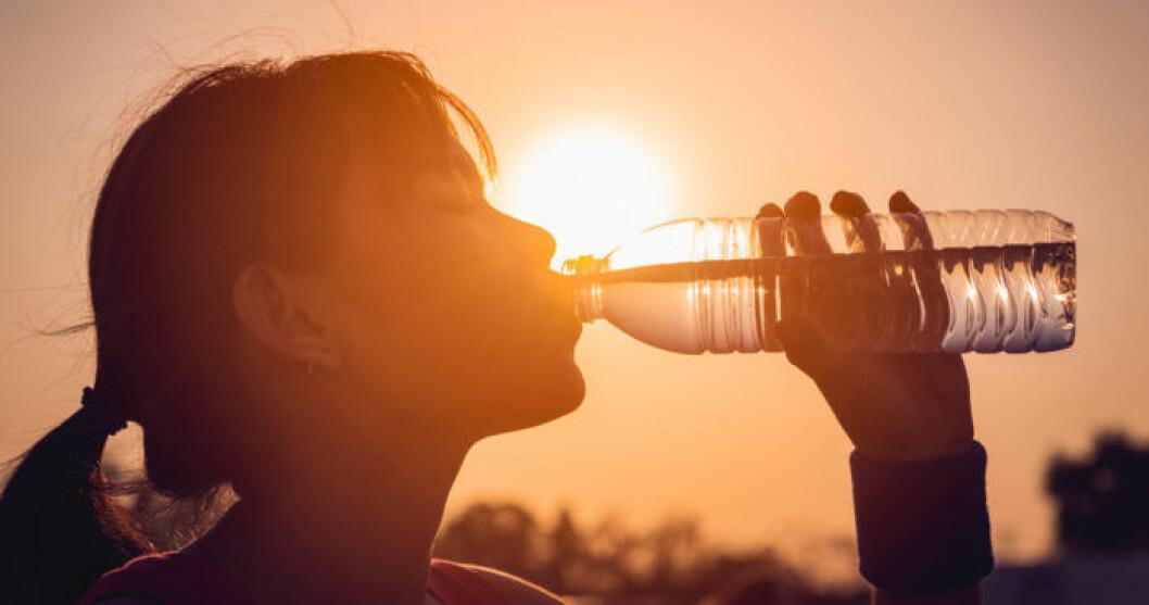 Undvik värmeslag – se till att dricka mycket vatten och få i dig salt!
