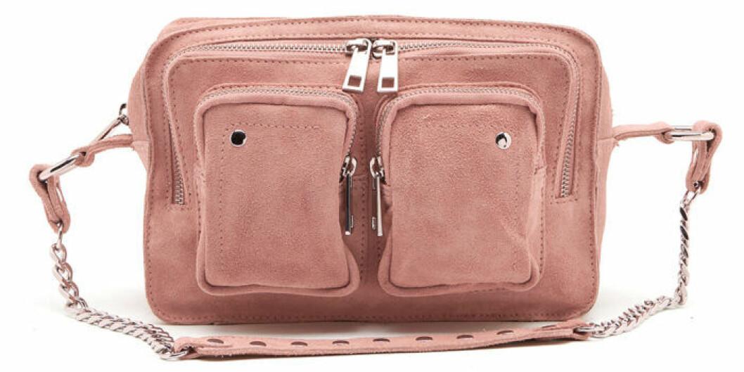 Rosa väska med fickor fram