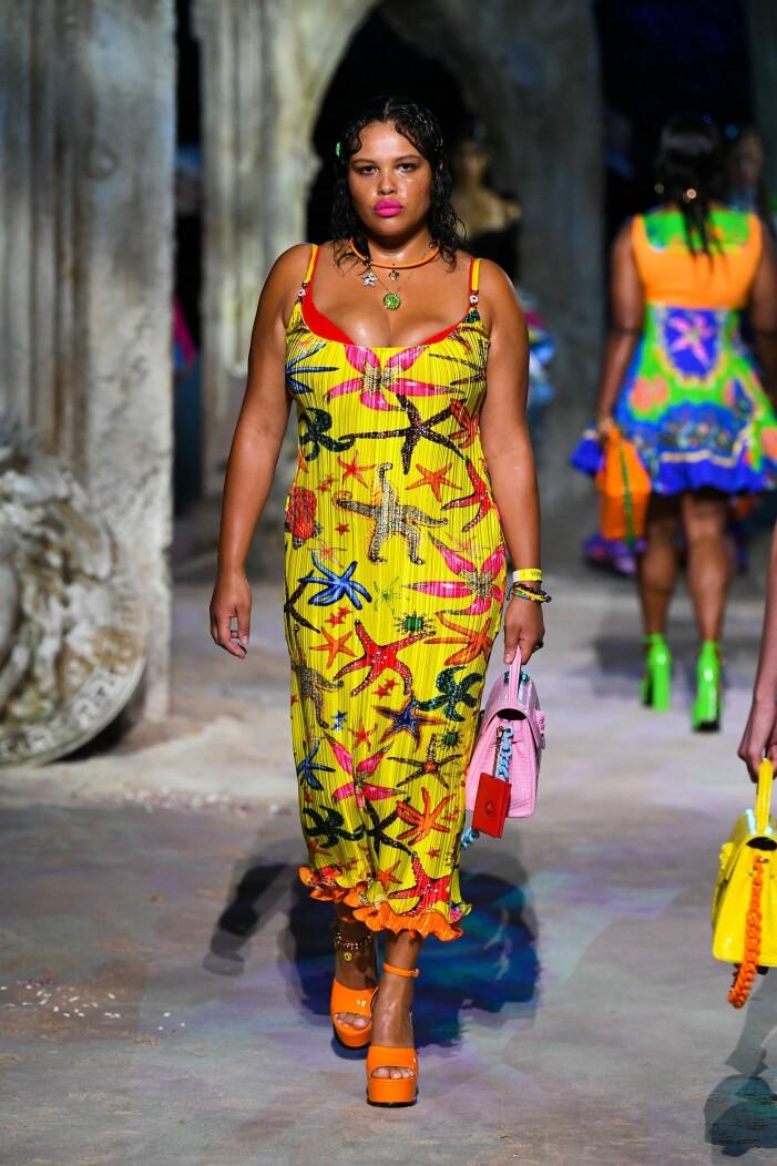 Versace ss 21 mönstermix klänning