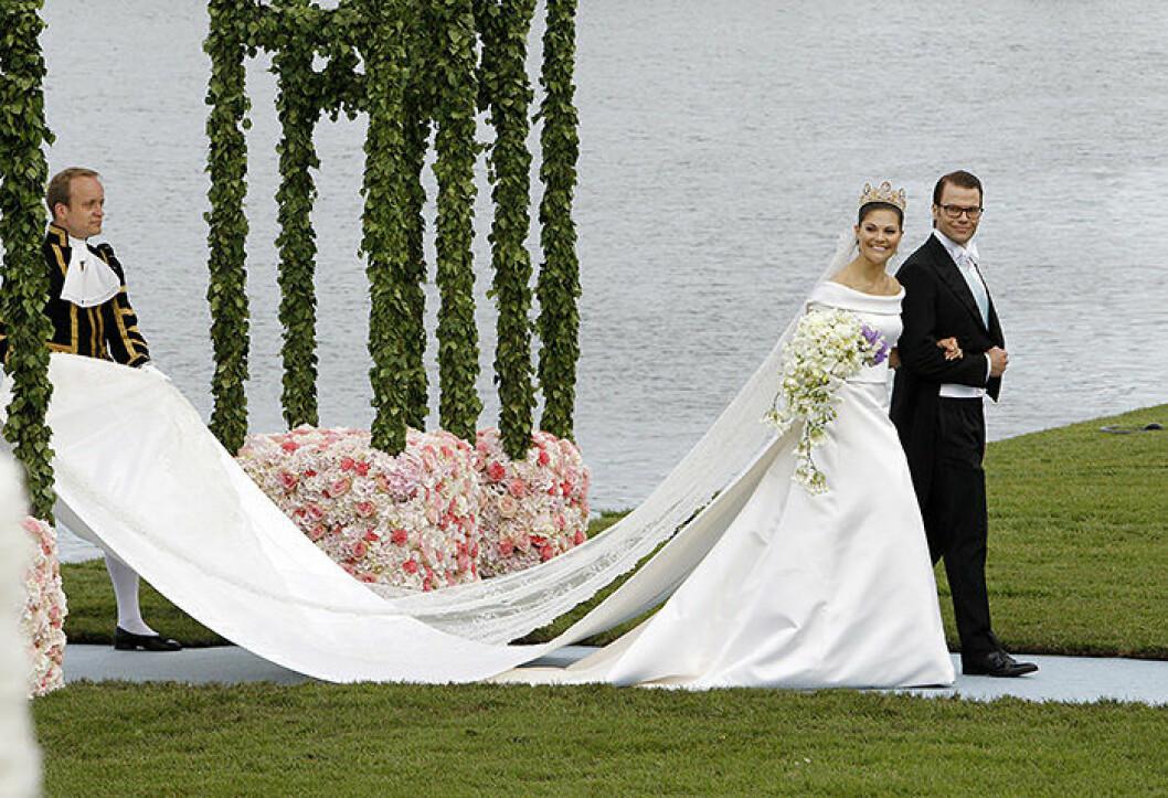 Sweden's Crown Princess Victoria and Prince Daniel of Sweden, Duke of Vastergotland, arrive at the Royal Palace after their wedding in Stockholm, Sweden, 19 June, 2010. Photo: Patrick Van Katwijk (c) DPA / IBL Bildbyr?? IBL