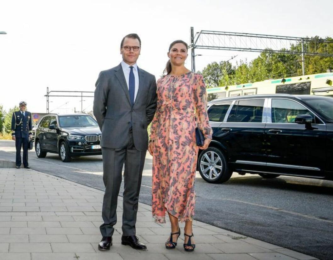 Kronprinsessan Victoria och prins Daniel åkte i en inplastad bil